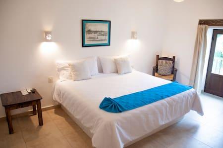 La Familia Hotel - Room 3