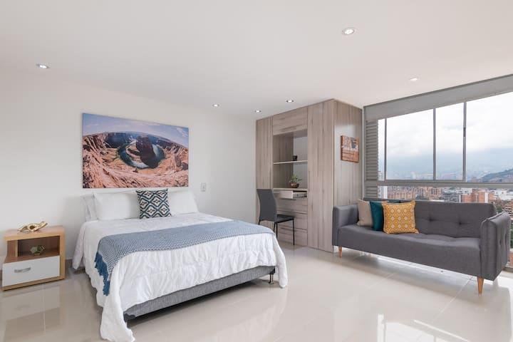 ★UNIQUE LOCATION★ INCREDIBLE apartment near malls