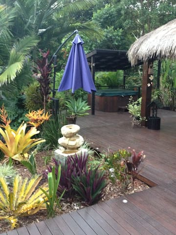 Resort Style Rainforest Setting with Spa - Maroochy River - Hus