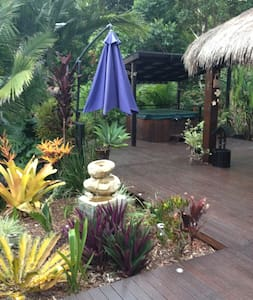 Resort Style Rainforest Setting with Spa - Maroochy River