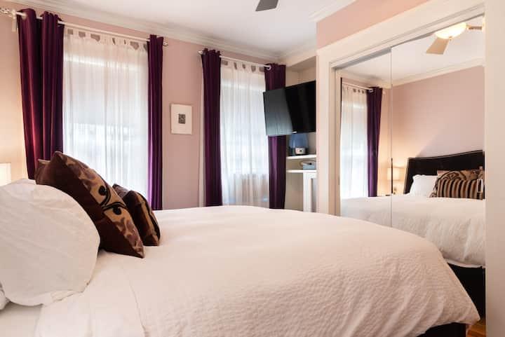 Upscale 2 Bdrm Suite: Kitchen, Spa Bathroom, WiFi
