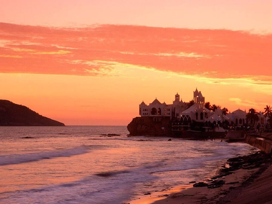 Disfruta de maravillosos atardeceres en Mazatlán/ Enjoy wonderful sunsets at Mazatlán