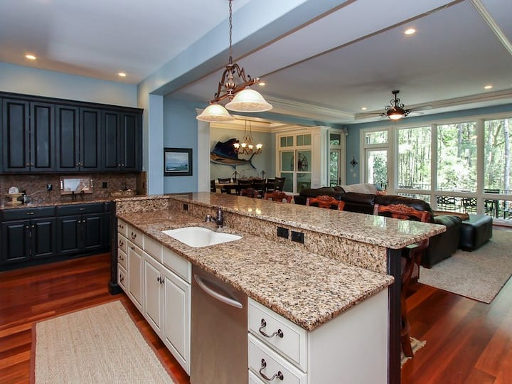 46 Shell Ring Road~ Fabulous 5 bedroom in the Heart of Sea Pines!