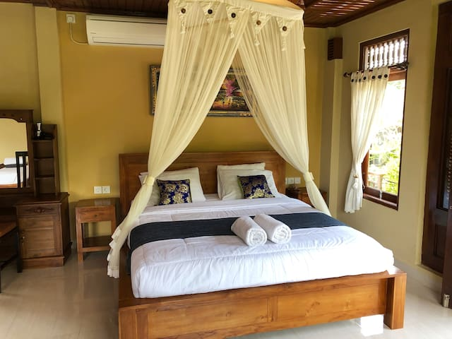 Suk's House - live locally in family compound Ubud