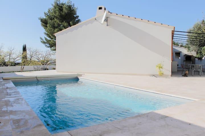 Calme et piscine, plage à 10min! - Martigues - Huvila