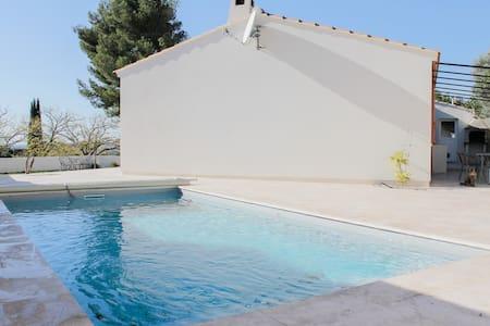 Calme et piscine, plage à 10min! - Martigues