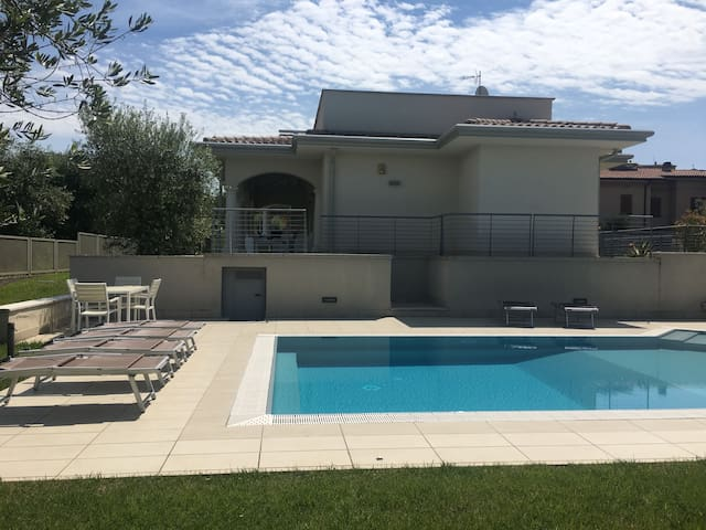 Spacious Villa Pinta with Lake View, Wi-Fi, Air Conditioning, Pool, Garden & Terrace; Parking Available; Pets Allowed
