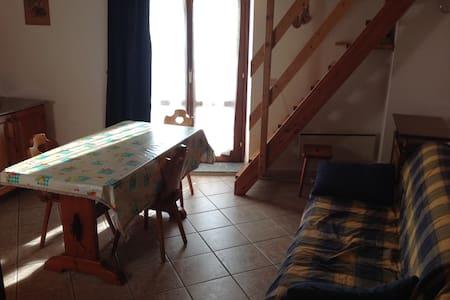 Appartamento Le petit trou - Ayez