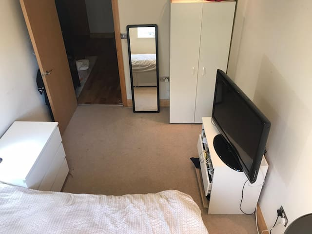 Double room east-central London + good transport