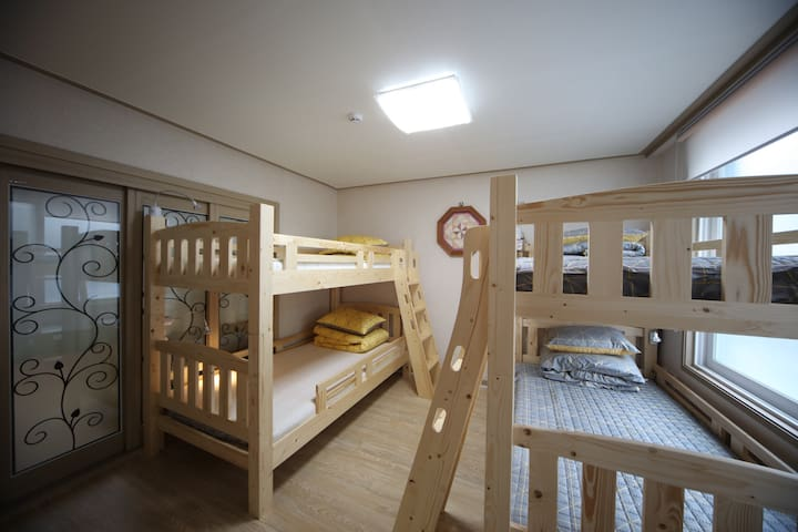 Dormitory Room(Man)-BED1 (인당예약)