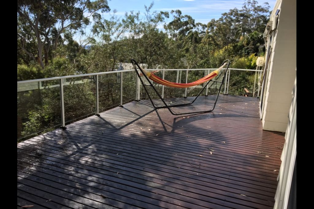 Double hammock on spacious upper deck