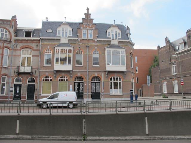 Monumentale benedenverdieping in het centrum - 's-Hertogenbosch