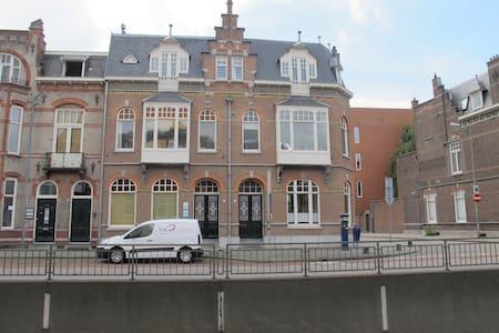 Monumentale benedenverdieping in het centrum - 's-Hertogenbosch - Rumah bandar