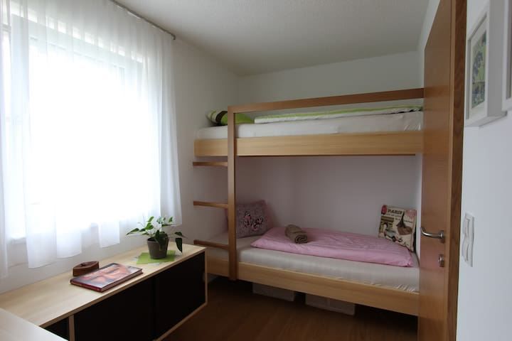 Tiny cosy room in a new clean appartement - Feldkirch - Departamento