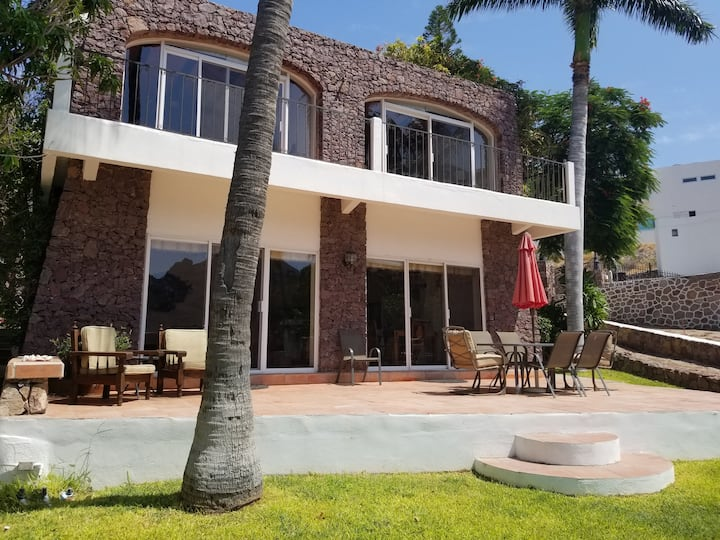 Beautiful home in a Secluded Cove. Paraiso del Mar