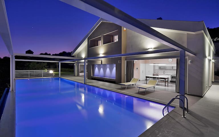 Afrodite, villa with pool and view