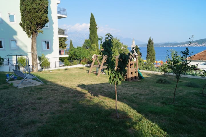 A room for rent Villa Camelia Djenovici