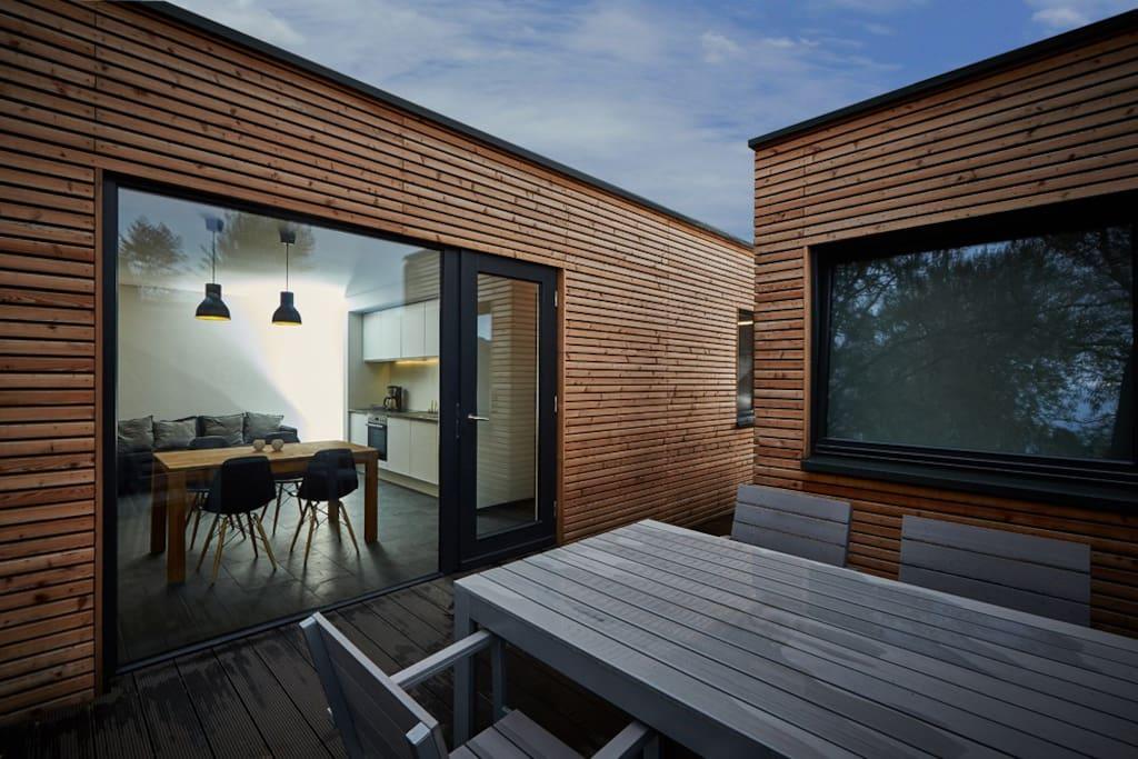 Blick von der Terrasse zur Küche