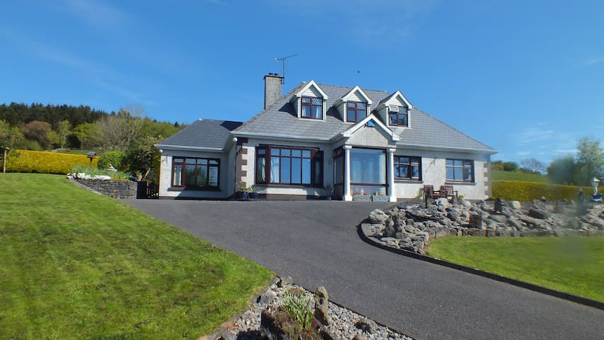 Sleeps 1-2 on Scenic Knocknarea Strandhill Sligo