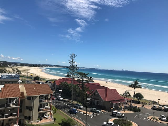 Romantic Kirra beachfront apartment - amazing view