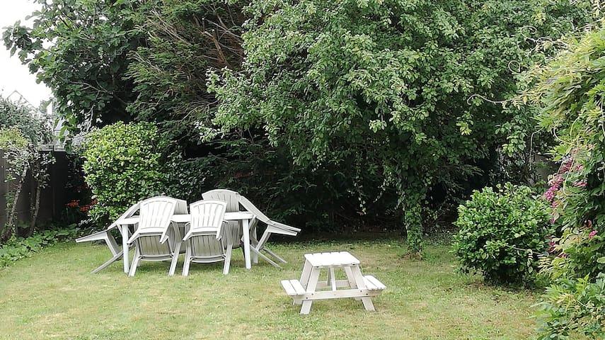 Petite maison de famille & jardin proche de la mer - Plestin-les-Grèves - House