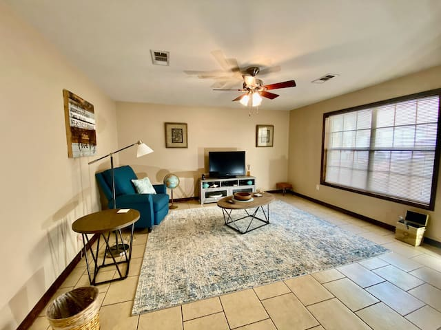 Private & Clean 2BR King & Queen Beds, Convenient