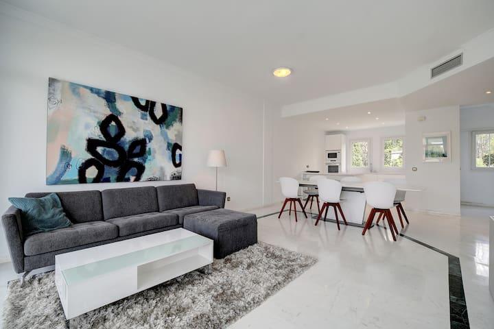 180 Degree Seaview,  Marbella Penthouse - slps 10
