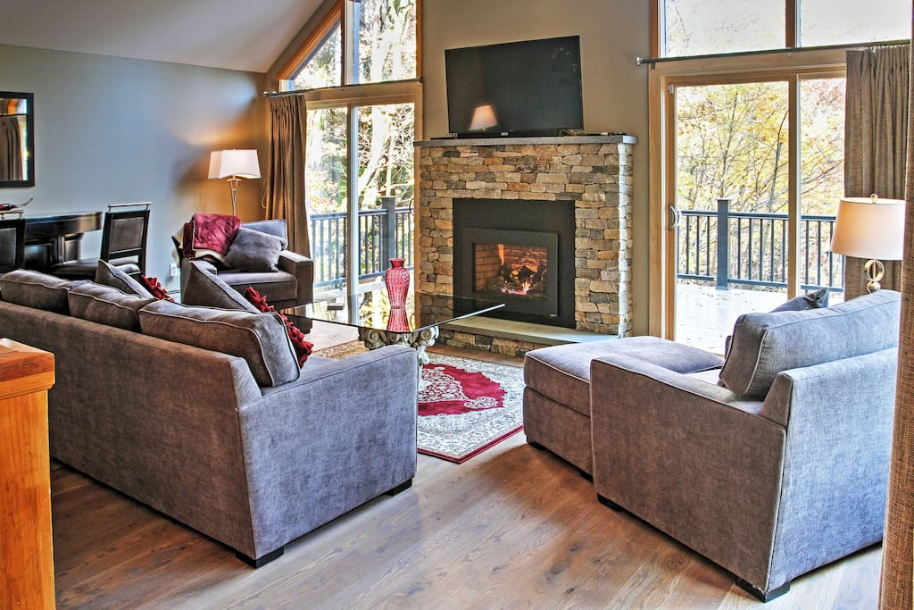 The cozy living room offers a gas fireplace and flat-screen TV for snow days.