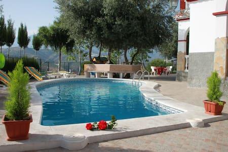 Bonita Villa privada con piscina - Sayalonga