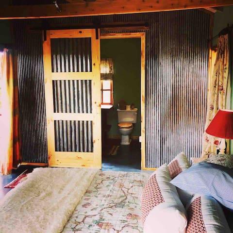 The Shed double bedroom en-suite