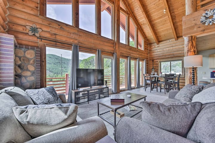 Cozy Eden Log Home Near Outdoor Activities