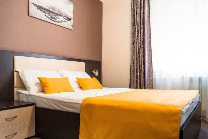 Двухместный номер с одной широкой кроватью