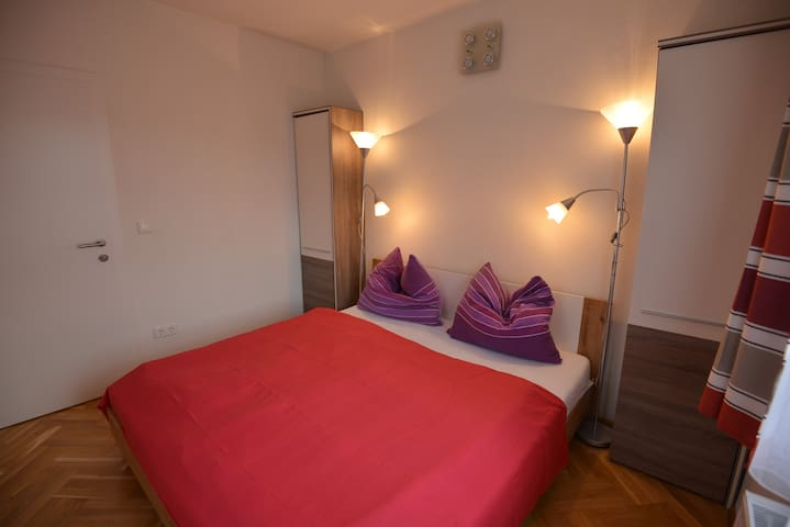 Apartment 3 - Schlafzimmer 1