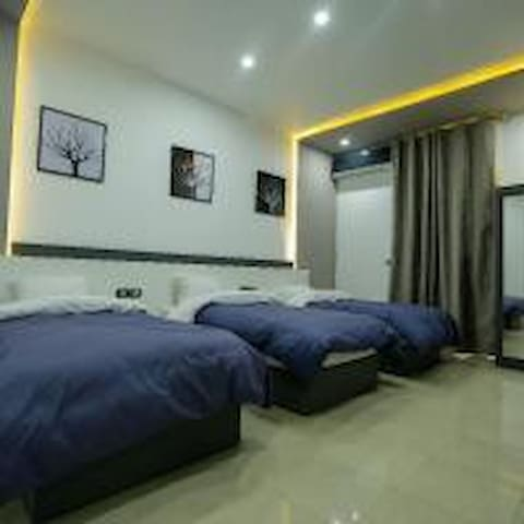 Triple Private Ensuite B.B (Azar Boutiqe Hotel***)