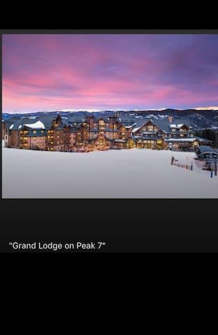 Luxurious Condo on Grand Lodge on Peak 7/ Ski in