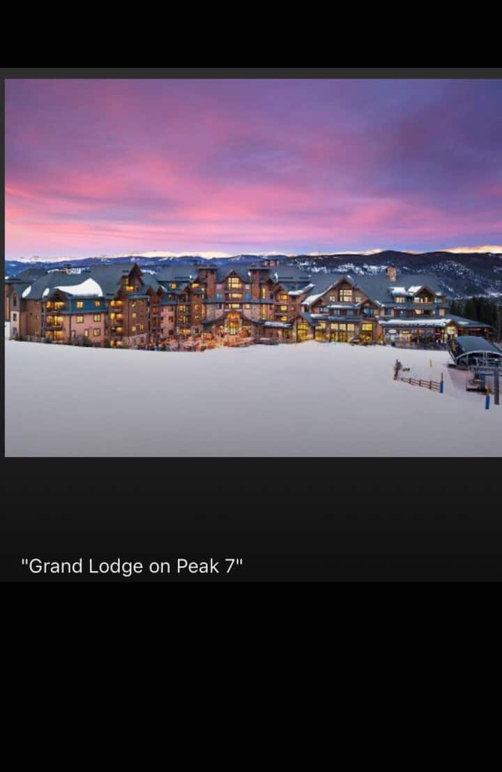 Luxurious Condo on Grand Lodge on Peak 7/ Ski in