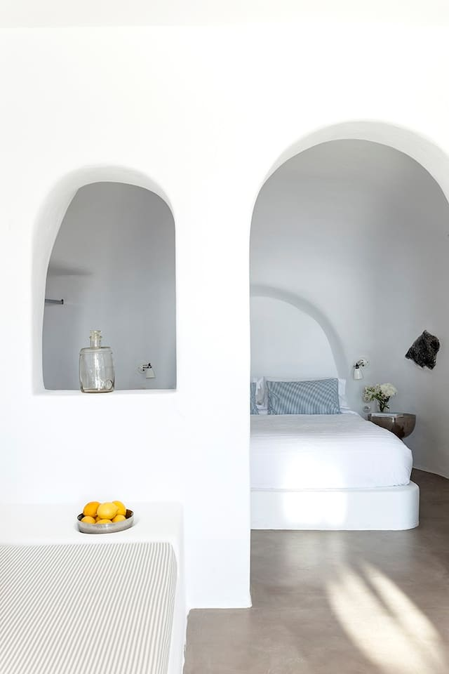 SUNSET CAVE HOUSE IN OIA