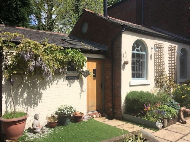 Cosy studio cottage in East Cheshire