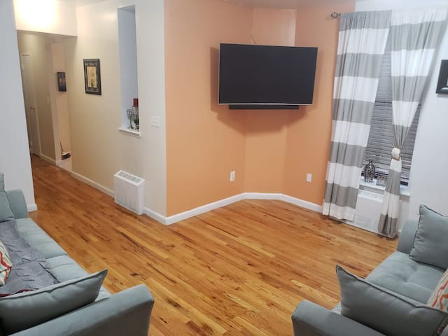 Cozy/Clean/ Private Bedroom in Uptown Manhattan.