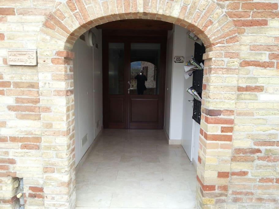 L'ingresso del condominio