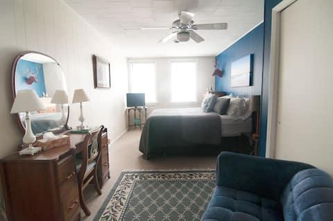 Ecology Inn / Pierce Room