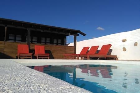 El hogar de UMA. En casa de campo con piscina - Puerto del Rosario - Apartment