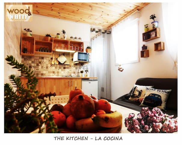 Wood&White Apartment