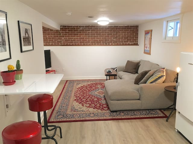 Renovated private apartment in Sunnyside Bungalow