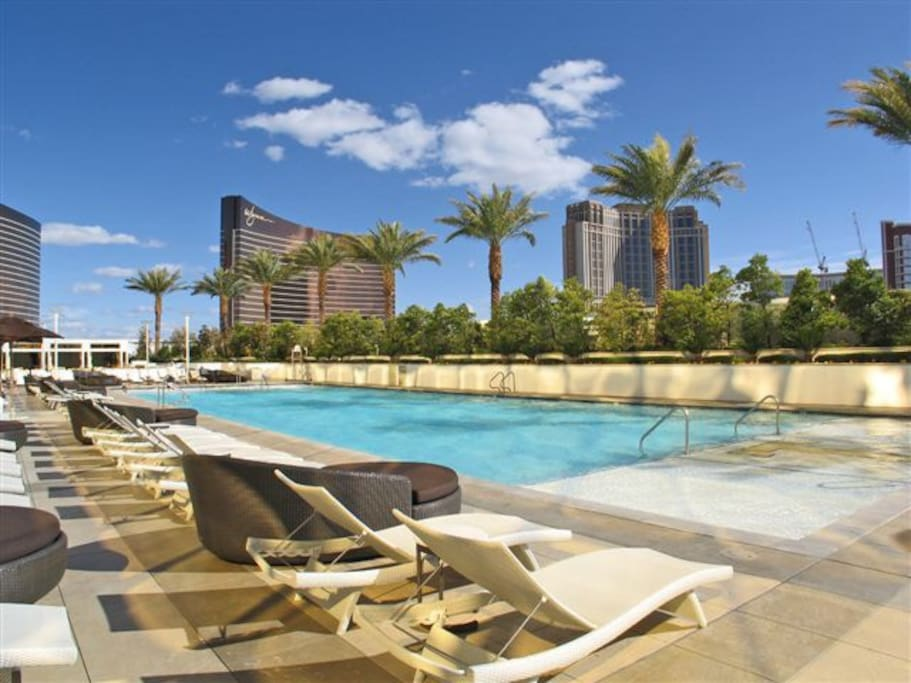 The pool at Trump is Mediterranean-inspired, with air-conditioned luxury cabanas (additional fee may apply), and perfect for tranquil relaxation.