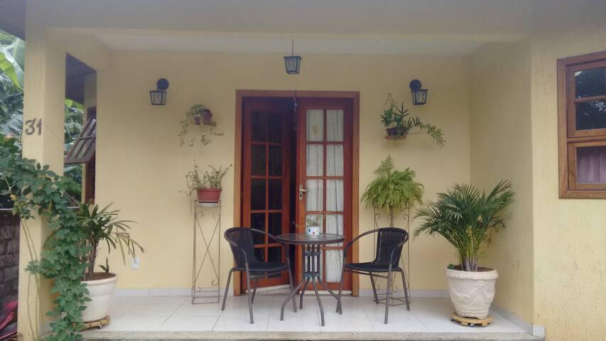 Quarto suíte - Casa Amarela - Aldeia Velha - Dom