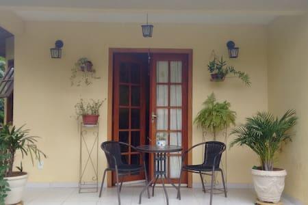 Quarto suíte - Casa Amarela - Aldeia Velha - Hus