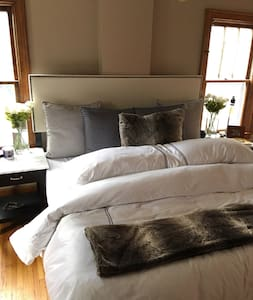 Master bedroom minutes from Falls! - House