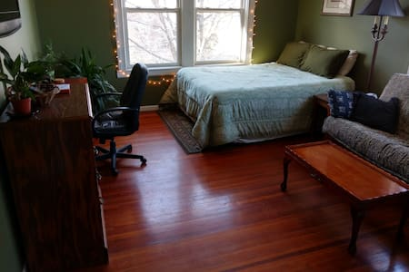 Private Room in Downtown Condo - Greenville - Flat