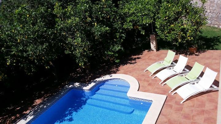 Preciosa casa con piscina y jardin